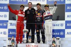Podium: Felipe Massa, Ferrari, Paul Monaghan, Red Bull Racing Chief Engineer, Sebastian Vettel, Red Bull Racing and Kamui Kobayashi, Sauber