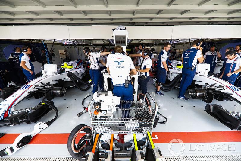 A mesma coisa aconteceu em um outro carro, este ocupado por membros da equipe Williams.