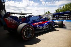 Pierre Gasly, Toro Rosso STR13, exits his pt garage.