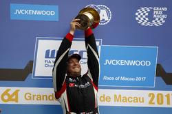 Podium: Race winner Rob Huff, All-Inkl Motorsport, Citroën C-Elysée WTCC
