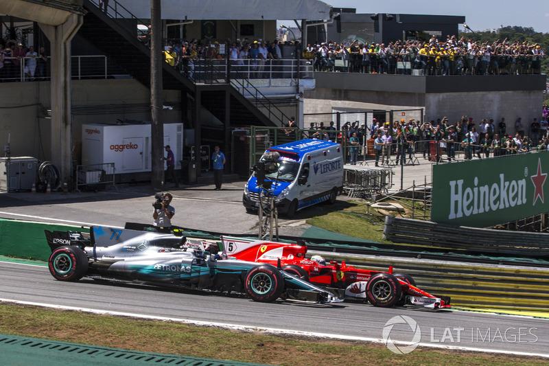 Себастьян Феттель, Ferrari SF70H, Валттері Боттас, Mercedes-Benz F1 W08, на старті