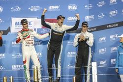 Podio: il campione del mondo Thed Björk, Polestar Cyan Racing, Volvo S60 Polestar TC1