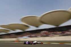Romain Grosjean, Haas F1 Team VF-18 Ferrari y Pierre Gasly, Toro Rosso STR13 Honda