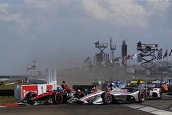 Robert Wickens, Schmidt Peterson Motorsports Honda, Will Power, Team Penske Chevrolet lead at the start