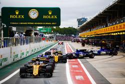 Nico Hulkenberg, Renault Sport F1 Team RS17, Brendon Hartley, Scuderia Toro Rosso STR12, Carlos Sainz Jr., Renault Sport F1 Team RS17, Pascal Wehrlein, Sauber C36, Marcus Ericsson, Sauber C36, eEsteban Ocon, Sahara Force India F1 VJM10, form a queue in the