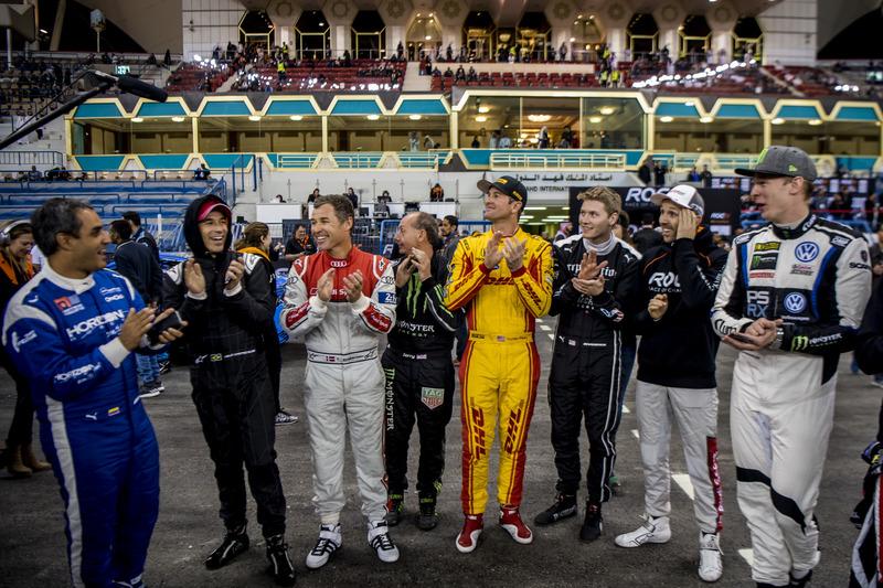 Los pilotos aplauden al ganador