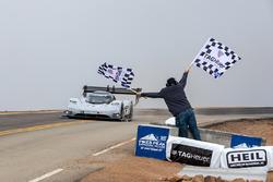 Bandera a cuadros #94 Romain Dumas, Volkswagen I.D. R Pikes Peak
