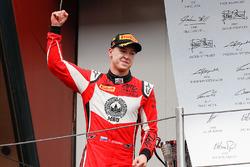 Sur le podium : le vainqueur Nikita Mazepin, ART Grand Prix