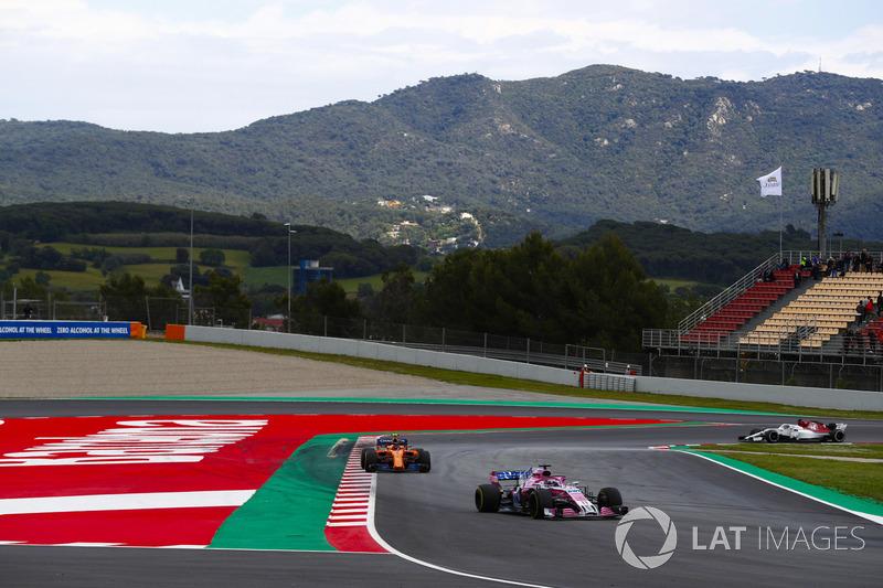 Sergio Perez, Force India VJM11, Stoffel Vandoorne, McLaren MCL33 e Marcus Ericsson, Sauber C37