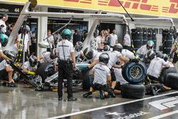 Lewis Hamilton, Mercedes AMG F1 W09, makes a stop to change tyres