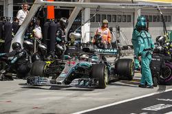 f1-hungarian-gp-2018-lewis-hamilton-mercedes-amg-f1-w09-pit-stop Hamilton não enfrenta dificuldades e vence na Hungria Esportes