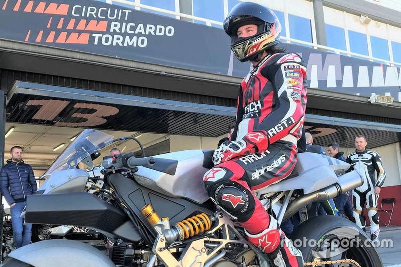 Кіану Рівз на трасі Рікардо Тормо у Валенсії