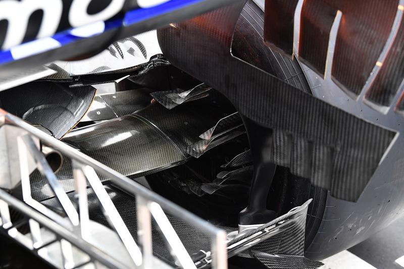 Vue détaillée d'une écope de freins arrière de la McLaren MCL33