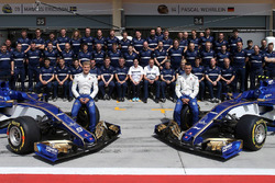 Sauber team group photo, Marcus Ericsson and Pascal Wehrlein and the Sauber C36