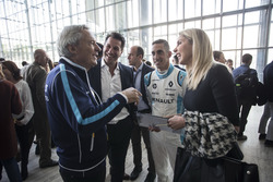 Sébastien Buemi, Renault e.Dams talking to Jean-Paul Driot, Renault e.Dams Senior Team Manager