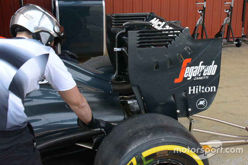 McLaren MP4-31 rear wing