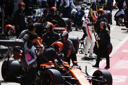 Stoffel Vandoorne, McLaren, Fernando Alonso, McLaren MCL32, Lance Stroll, Williams FW40, Felipe Massa, Williams FW40
