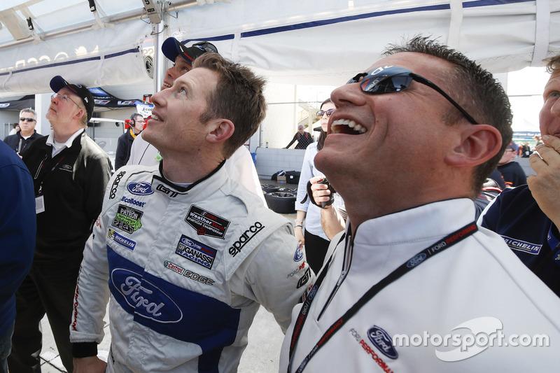 GTLM-Polesitter Ryan Briscoe, Ford Performance Chip Ganassi Racing, mit Dave Pericak, Ford Performance