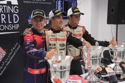 Karol Basz, Kosmic; Pedro Hiltbrand, CRG; y Felice Tiene, CRG, en la rueda de prensa del CIK FIA World Championship