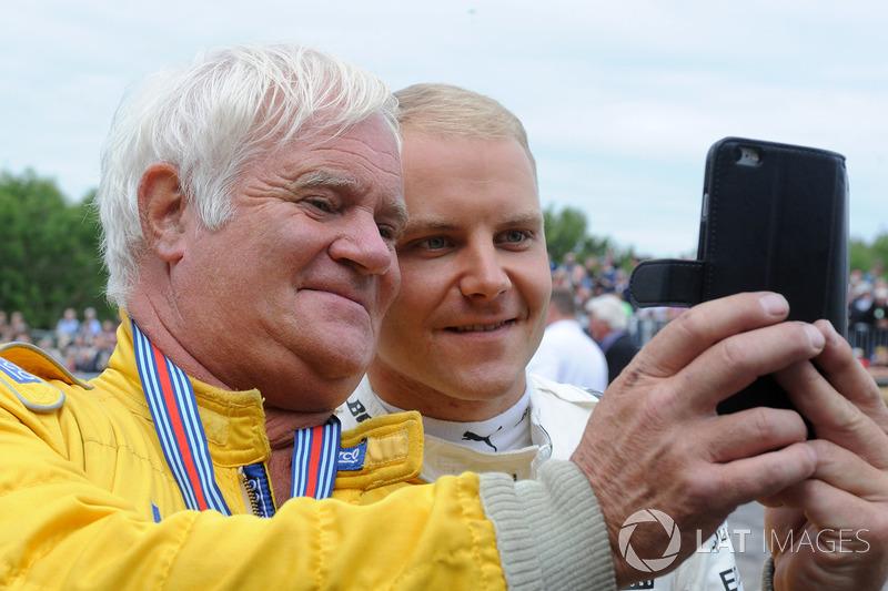 Валттери Боттас, Mercedes AMG F1, и Найджел Уорсвик