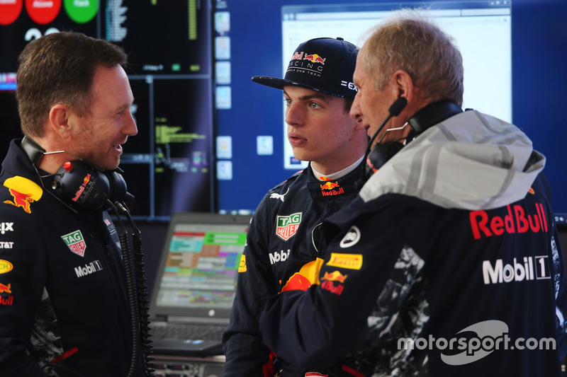 Christian Horner, Team Principal, Red Bull Racing, Max Verstappen, Red Bull Racing, and Helmut Markko, Consultant, Red Bull Racing, talk in the garage