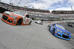 Kyle Larson, Chip Ganassi Racing Chevrolet and Chase Elliott, Hendrick Motorsports Chevrolet on the pace laps