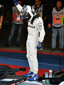 https://cdn-3.motorsport.com/images/mgl/0RKNv3A2/s9/f1-russian-gp-2017-race-winner-valtteri-bottas-mercedes-amg-f1.jpg