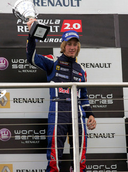 Podio: ganador de la carrera Brendon Hartley, Epsilon Red Bull Team