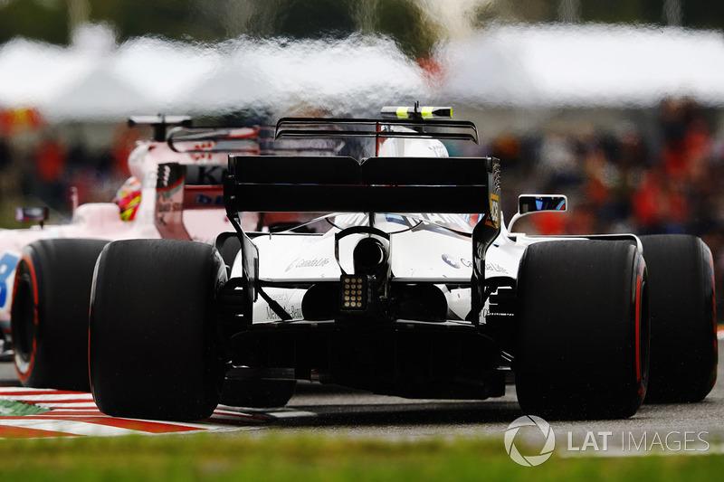 Lance Stroll, Williams FW40, follow Sergio Perez, Sahara Force India F1 VJM10