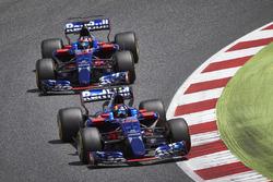 Carlos Sainz Jr., Scuderia Toro Rosso STR12, Daniil Kvyat, Scuderia Toro Rosso STR12