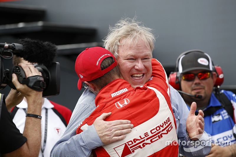 Sébastien Bourdais, Dale Coyne Racing Honda, celebra su triunfo con el dueño del equipo, Dale Coyne