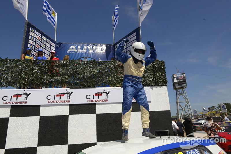 Ganador de la carrera Rodrigo Aramendía, Peugeot Petrobras