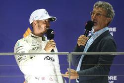 Podyum: Yarış galibi Lewis Hamilton, Mercedes AMG F1,  Eddie Jordan, Channel 4 F1 TV