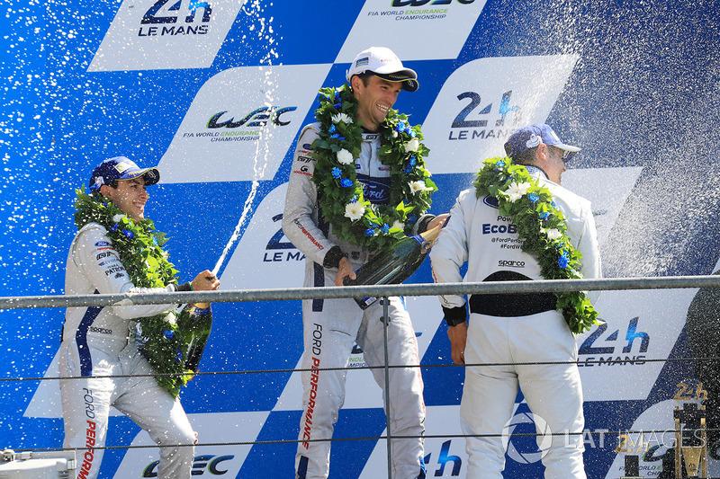 Подіум GTE Pro: друге місце Енді Пріоль, Гаррі Тінкнелл, Піпо Дерані, Ford Chip Ganassi Racing