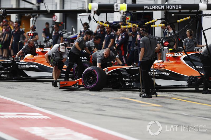 Фернандо Алонсо, Стоффель Вандорн, McLaren MCL32,