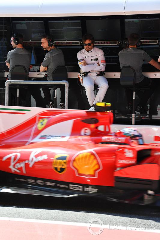Fernando Alonso, McLaren, Kimi Raikkonen, Ferrari SF70H