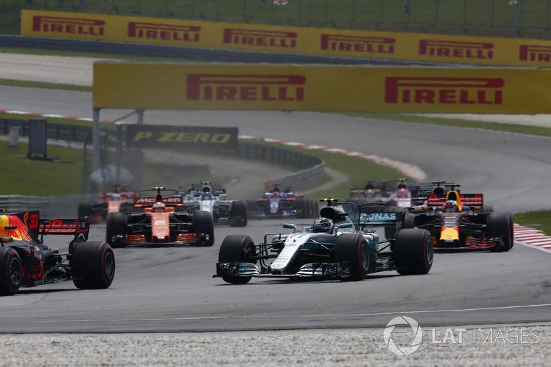 Макс Ферстаппен, Red Bull Racing RB13, Валттері Боттас, Mercedes AMG F1 W08, Даніель Ріккардо, Red Bull Racing RB13