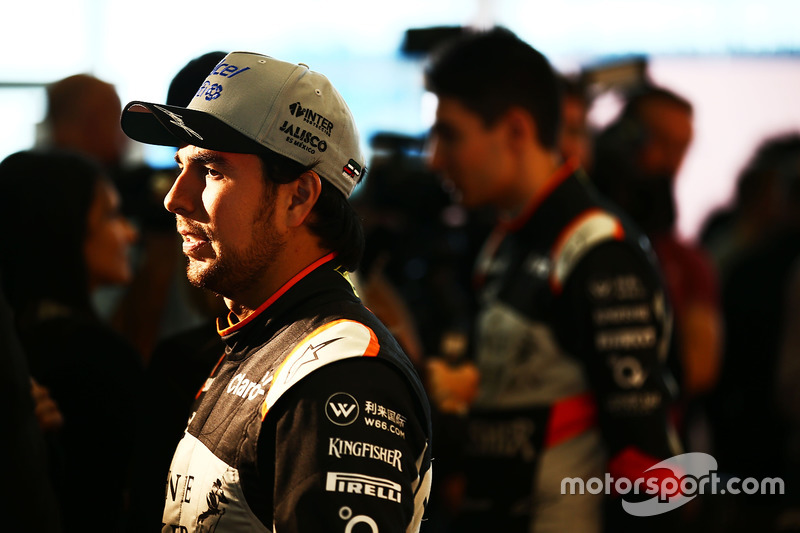 Sergio Perez, Sahara Force India F1 Team, mit der Presse