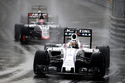 Felipe Massa, Williams FW38, und Romain Grosjean, Haas VF-16 Ferrari