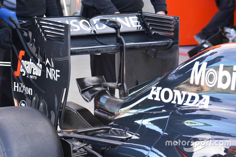 McLaren MP4-31 rear wing detail