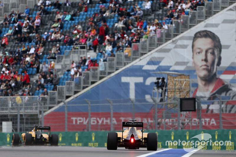 Jolyon Palmer, Renault Sport F1 Team RS16, und Kevin Magnussen, Renault Sport F1 Team RS16