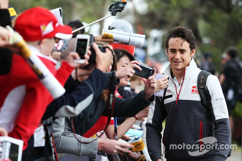 Esteban Gutierrez, Haas F1 Team con fans