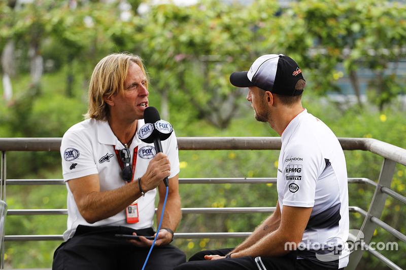 Jenson Button, McLaren with media