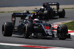 Jenson Button, McLaren MP4-31 vor Fernando Alonso, McLaren MP4-31
