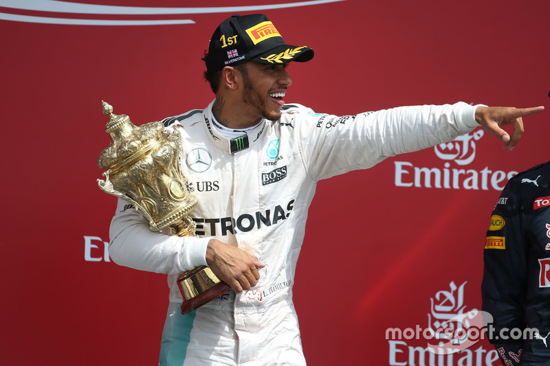 Ganador de la carrera Lewis Hamilton, híbrido de Mercedes AMG F1 W07 celebra