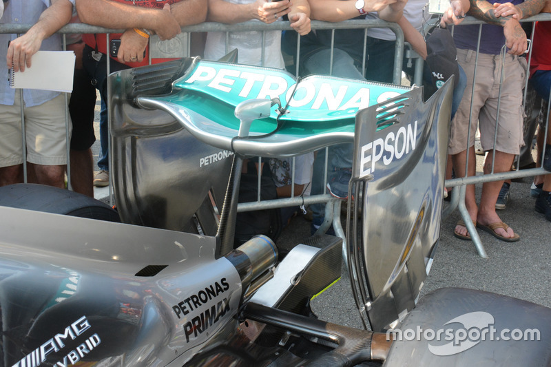 Mercedes AMG F1 W07 Hybrid, ala posteriore