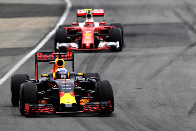 Даніель Ріккардо, Red Bull Racing RB12 випереджає Кімі Райкконена, Ferrari SF16-H