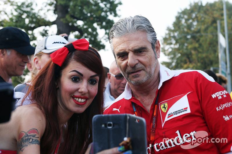 Maurizio Arrivabene, Ferrari Team Principal with fans