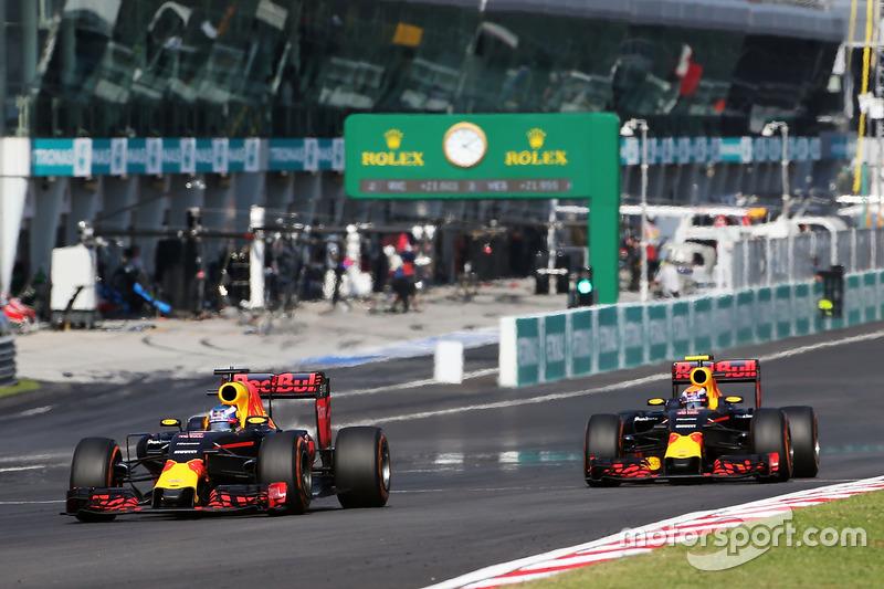 Daniel Ricciardo, Red Bull Racing RB12 and team mate Max Verstappen, Red Bull Racing RB12 battle for