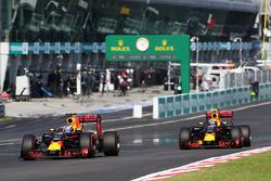 Daniel Ricciardo, Red Bull Racing RB12 y Max Verstappen, Red Bull Racing RB12 luchan por la posición